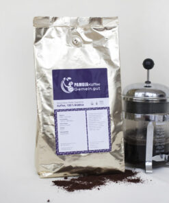 Packung kolumbianischer Kaffee French Press davor gerösteter Kaffeebohnen Alubeutel
