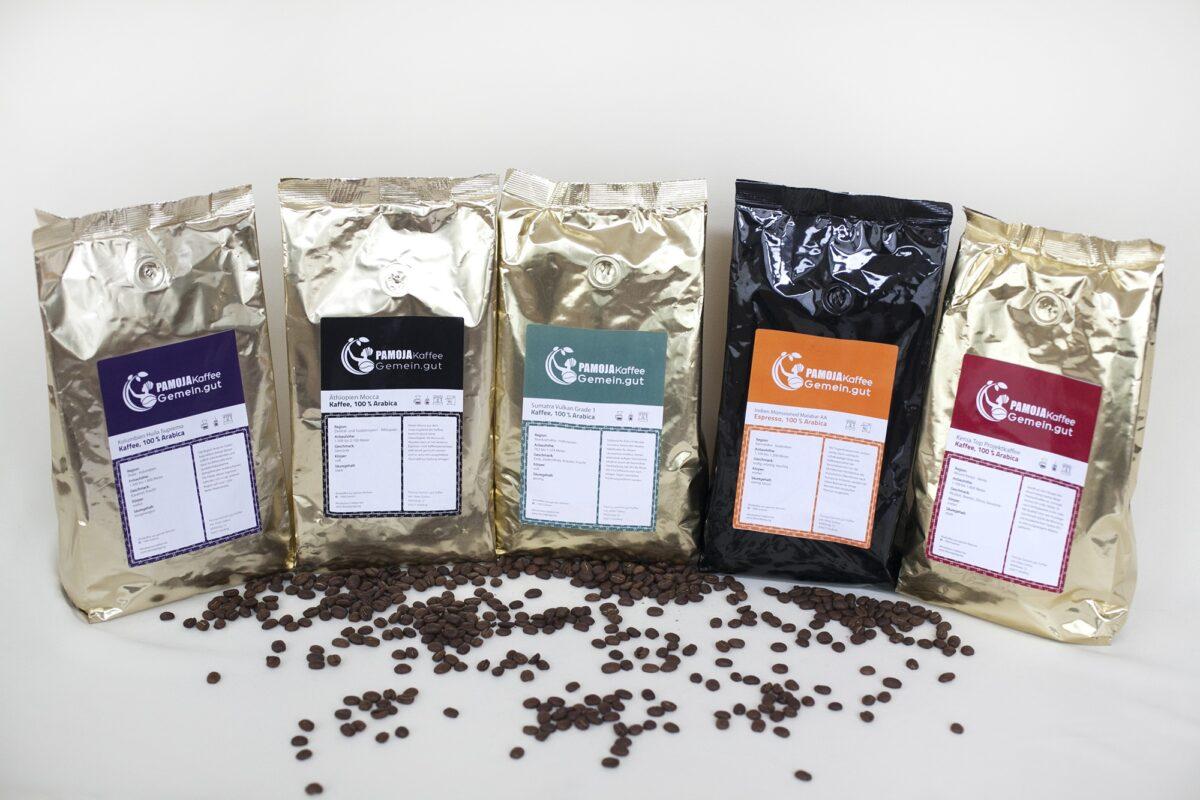 goldene und schwarze Verpackungen pamojakaffee